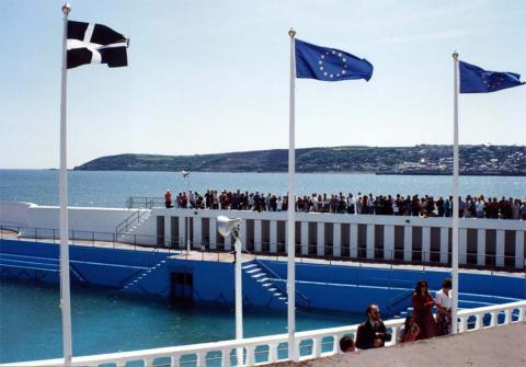 Crowds and flags at the Jubilee Pool