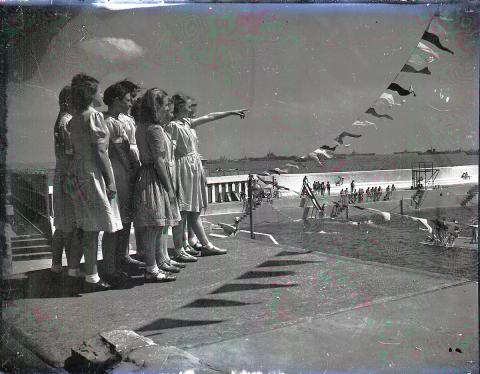 Children watch Western Union Fleet from the pool