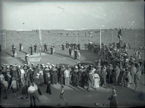 Sailors of Western Union Fleet dancing (2 of 2)